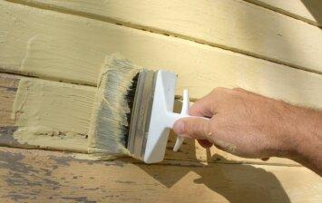 Medinių fasadų paruošimas dažymui
