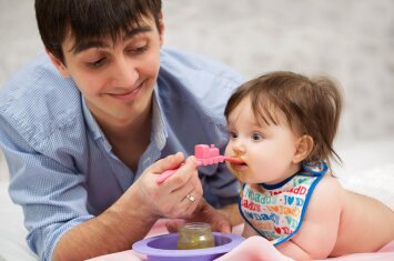 Siūloma leisti pasinaudoti tėvystės atostogomis per vienerius metus nuo vaiko gimimo