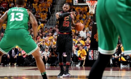 """Efektyvios pagalbos sulaukęs Jamesas ir """"Cavaliers"""" nušlavė beviltiškai atrodžiusius """"Celtics"""""""