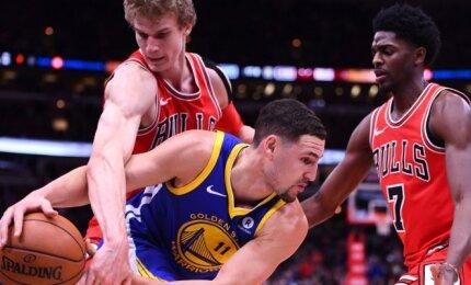"""NBA naktis: rezultatyviausios Thompsono sezono rungtynės ir istorinis """"Hornets"""" pasirodymas"""