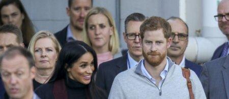 Princas Harry su Meghan atskrido į Australijoją: vos išlipę iš lėktuvo pasielgė taip, kaip niekada nedaro kiti karališkieji asmenys
