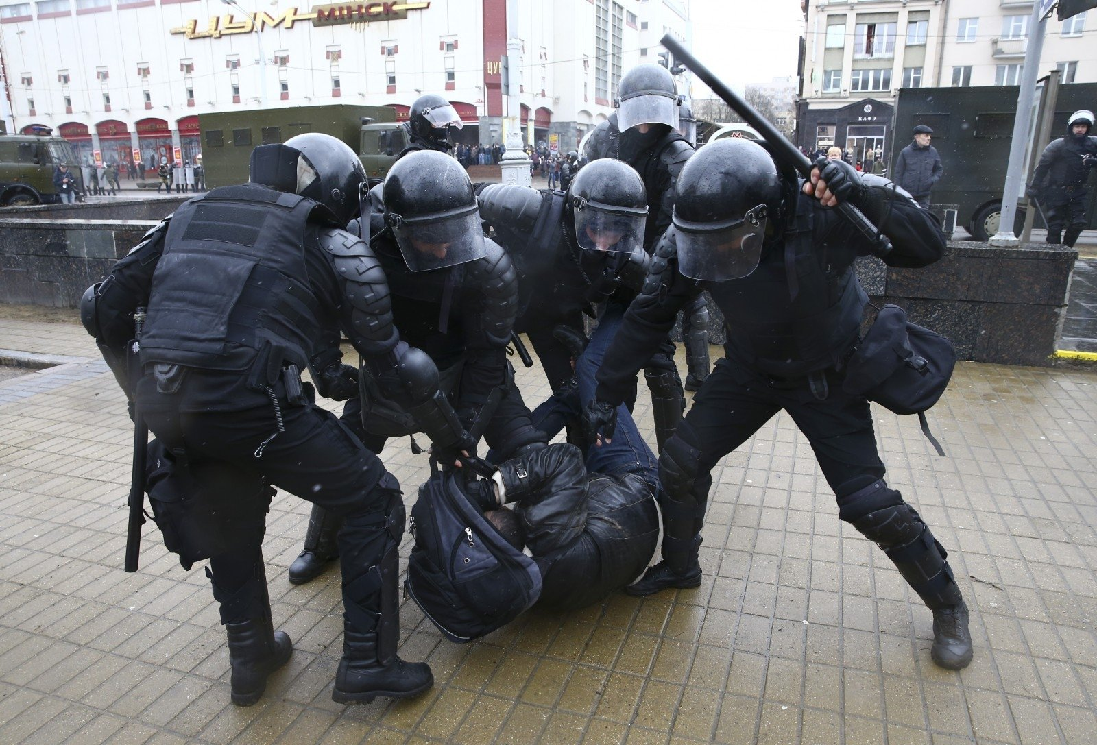 Неменее 100 человек были задержаны впроцессе несанкционированной акции вМинске