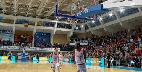 Šou turi tęstis: pasibaigęs rungtynių laikas nesutrukdė krepšininkams atlikti įspūdingo triuko