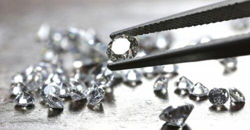 Buvusi juvelyrinių dirbinių parduotuvės darbuotoja pasakė, kodėl deimantai nebėra geriausi šios kartos merginų draugai