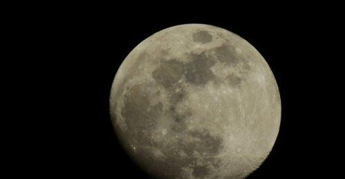 Mokslininkai jau kurį laiką siuntė signalus į Mėnulį: jie pagaliau gavo atsakymą
