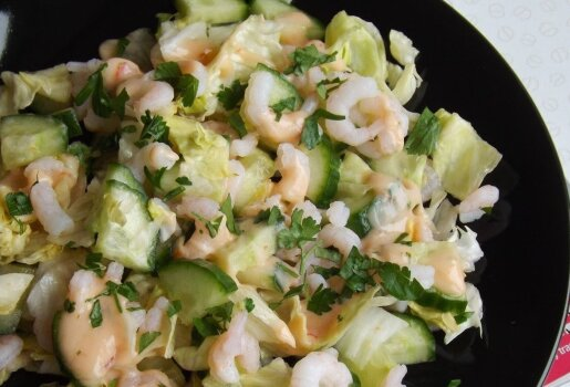 Krevečių ir agurkų salotos