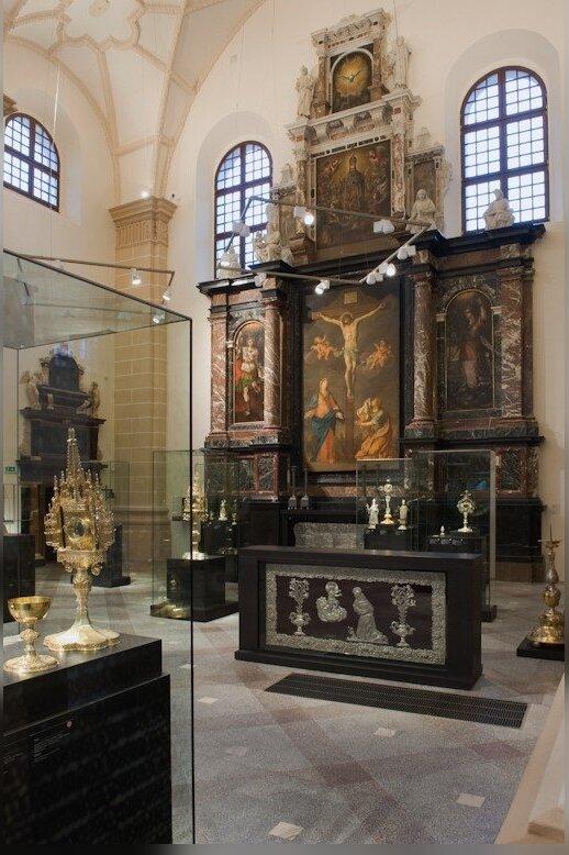"""Vietoje 1991 m. dingusio Nukryžiuotojo Jėzaus paveikslo pakabintas Simono Čekavičiaus nutapytas """"Nukryžiuotasis"""". 2010 m."""