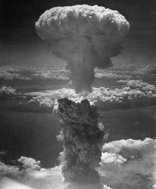 Virš Nagasakio numesta atominė bomba
