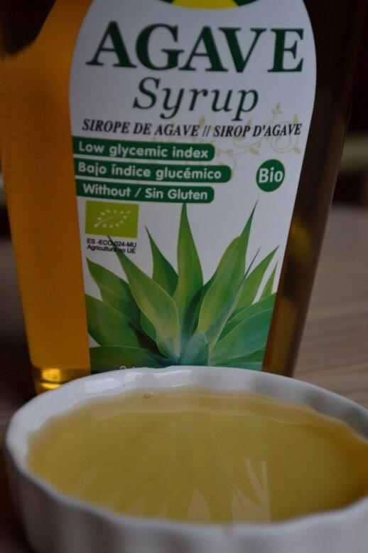 Agavos sirupas žymiai saldesnis už cukrų, tad jo reikia mažiau, be to, jis tinka ir diabetikams.