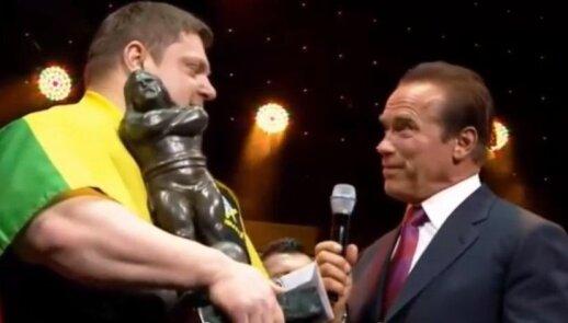 Žydrūnas Savickas and Arnold Schwarzenegger