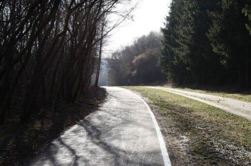 Pėsčiųjų ir dviračių takas