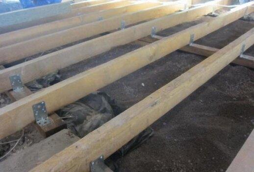Ruošiame pagrindą medinėms grindims: žingsnis po žingsnio