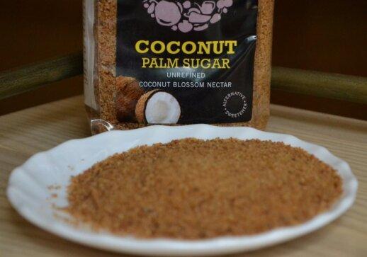 Kokospalmių žiedų cukrus yra labai malonaus skonio, su juo galima puošti desertus.