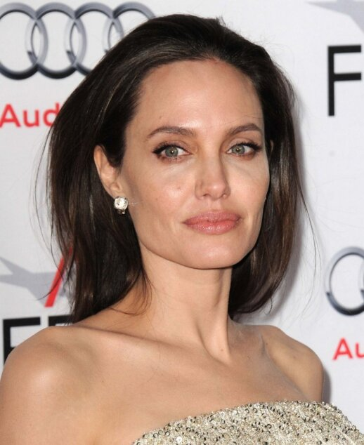 angelina jolie chelsea brassfield That includes comedian chelsea handler, who posted her reaction to the news that angelina jolie filed for divorce from brad pitt, in a short video posted to the twitter account of her netflix talk.