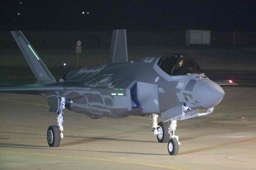 JAV naikintuvų F-35 gamybos programa sulaukė dviejų smūgių