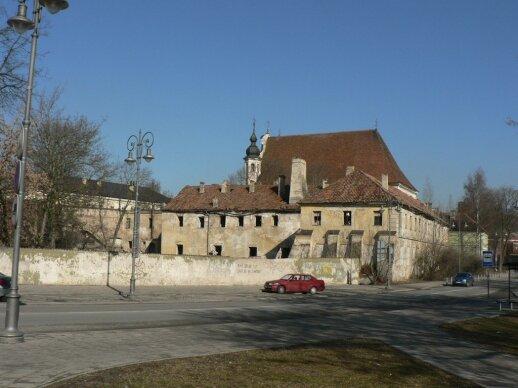 Apleisti vienuolyno pastatai. 2007 m.