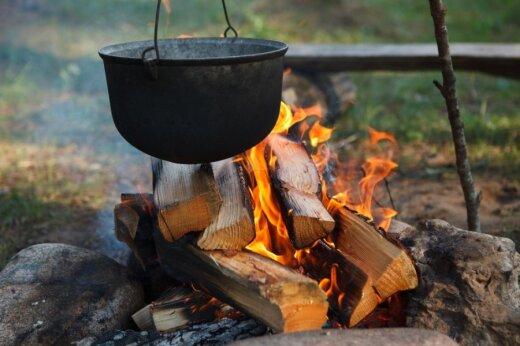 Miškininkai įspėjo, kad laužus galima deginti tik laužavietėse