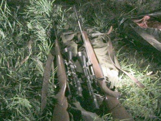 Klaipėdos RAAD konfiskuoti šautuvai su naktinio matymo prietaisais