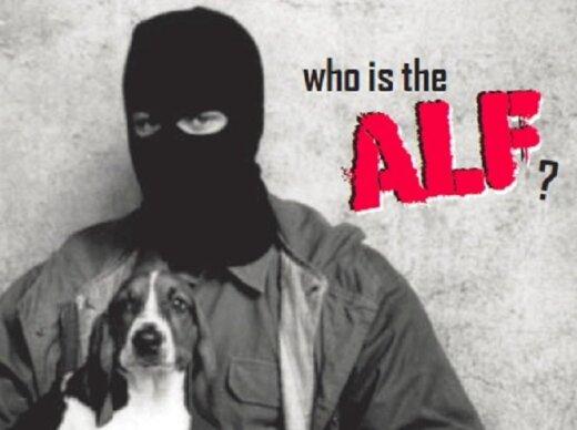 Kaukėti vyrai su šunimis ar triušiais rankose - taip save vaizduoja ALF nariai. Org. ALF nuotr.