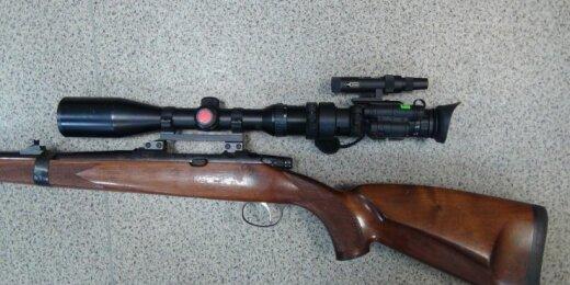 Šautuvas su naktinio matymo taikikliu