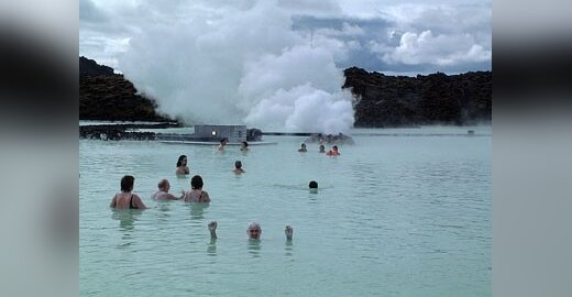 Lauke +12, vandenyje+30. Islandija. Vaido Tamošiūno nuotr.