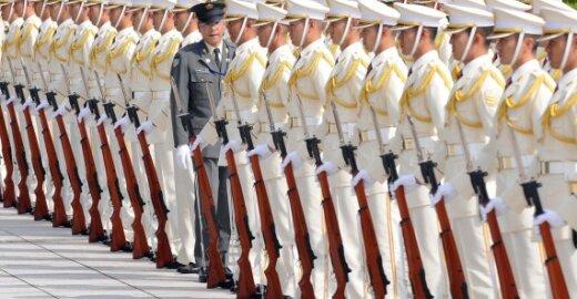 Suomija: ES turi kurti ir savo karines galias