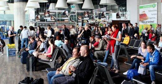 Kokia kompensacija jums priklauso, jei lėktuvas vėluoja?