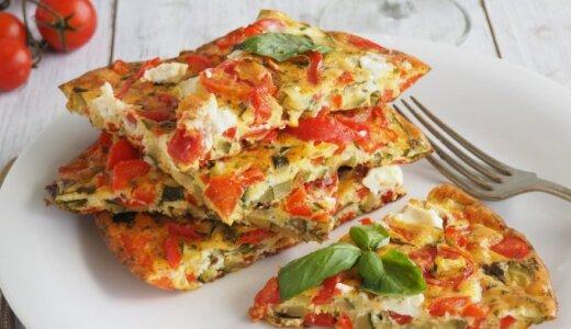 Sotus omletas su pomidorais ir cukinijomis