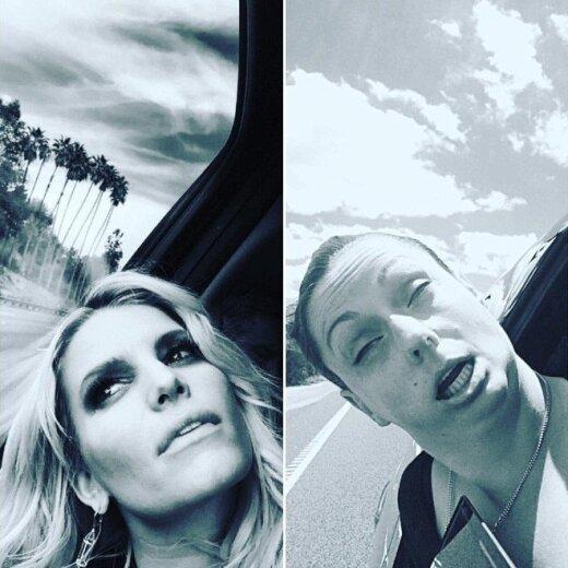 Komikė parodo, kokios apgailėtinos ir netikros yra įžymybių Instagram'o nuotraukos