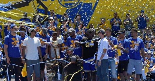 """""""Golden State Warriors"""" gerbėjai savo dievukams surengė paradą"""