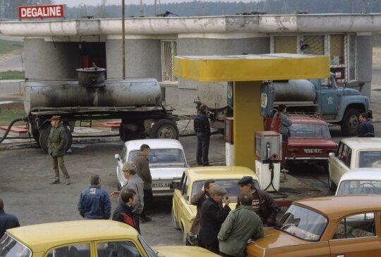 Eilės prie degalinių blokados metu