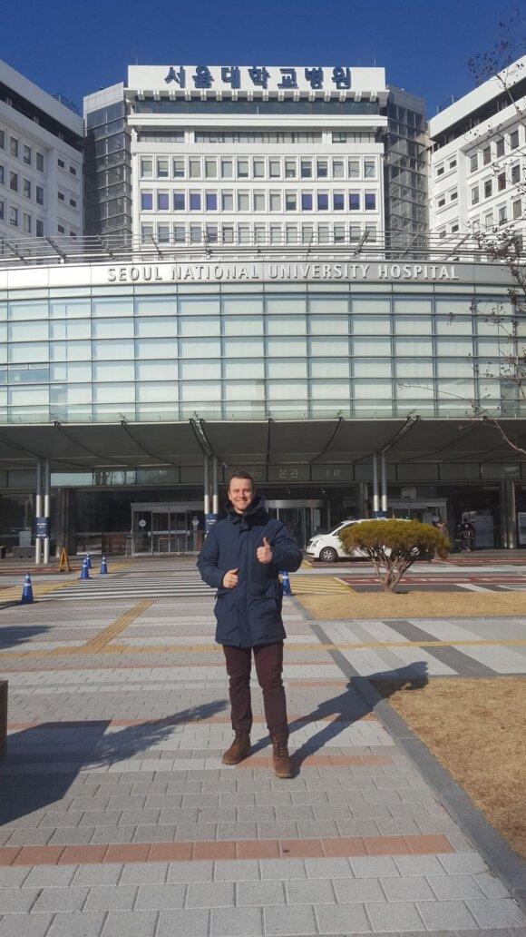 Žygimantas Židonis prie Seulo nacionalinės universitetinės ligoninės