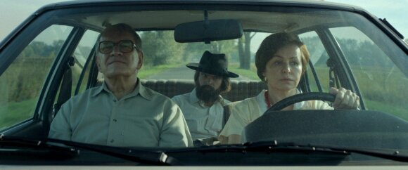 """Kadras iš filmo """"Paskutinė šeima"""""""