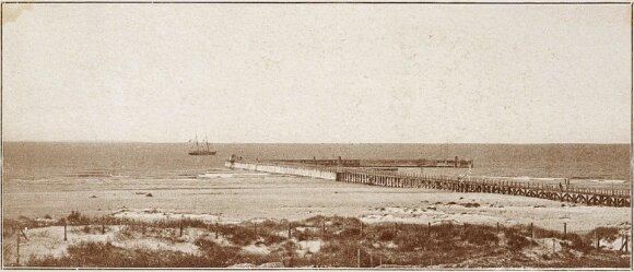 """J. Tiškevičiaus 1886 m. pastatyta Palangos jūros prieplauka garlaiviui """"Feniksas"""". Fot. Paulina Mongirdaitė. Apie 1890 m."""