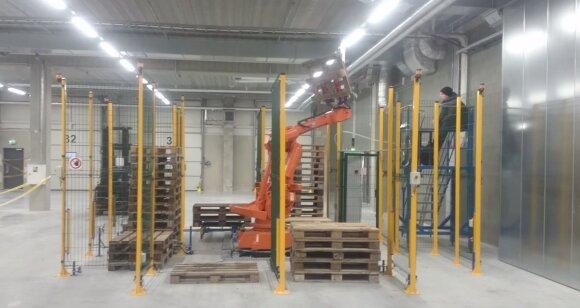 Medinių padėklų rūšiavimas, Robotex nuotr.