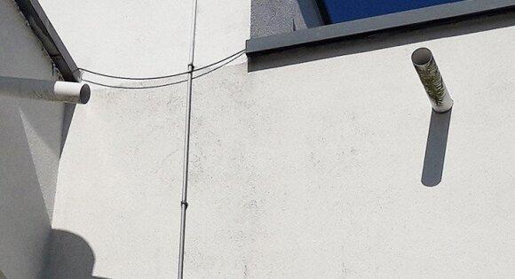 Birutė niekaip nesupranta, kieno iniciatyva išvesti vamzdžiai tiesiai į jos balkoną. Nejau statybos leidimus davė specialistai?
