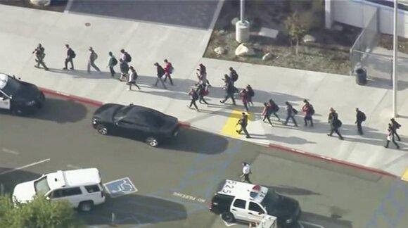 Per šaudynes Los Andželo mokykloje sužeisti keli žmonės – šerifo biuras
