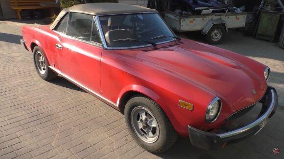 """Lietuvis ėmėsi restauruoti seną """"Fiat 124 Sport Spider"""""""
