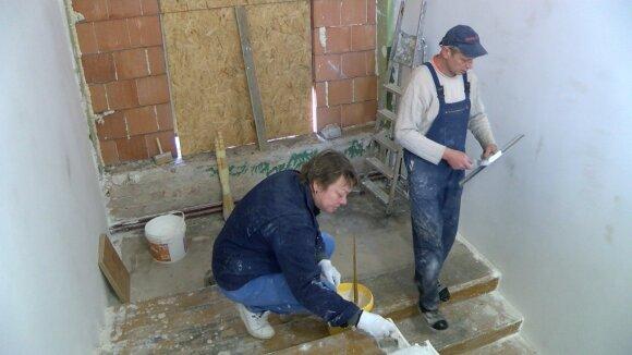"""Строители из Украины в Литве: """"Это непросто, поломать привычную жизнь, но другого выбора не было"""""""