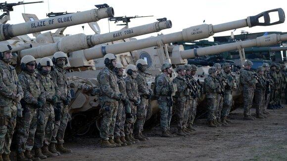 Trumpo grasinimai sąjungininkams: ką JAV karių išvedimo planai reikš Lietuvai