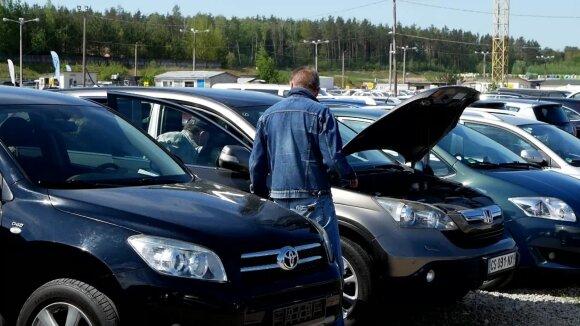 Štai kas šiuo metu vyksta automobilių turguje: 4500 Eur kainuojantį automobilį prašo parduoti už 2500