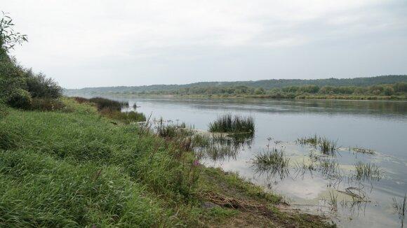 Kabliautojų pamėgta Nemuno pakrantė ties Žemosios Panemunės piliakalniu
