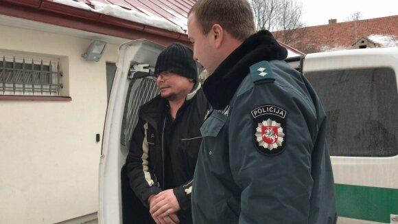 Emilis Vėlyvis atvesdintas į policijos komisariatą