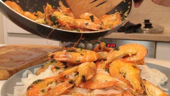 Aštrios krevetės su ryžių makaronais