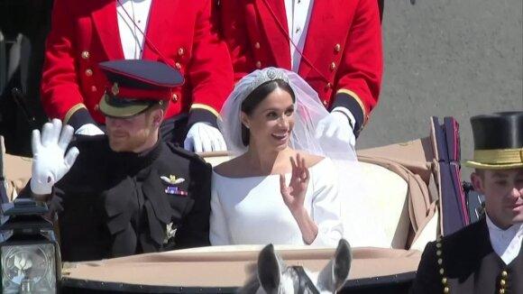Karalienė norėtų, kad Harry ir Meghan išsaugotų visas pareigas, bet gerbia jų norą