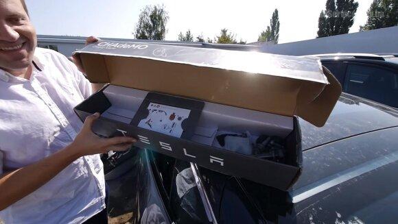 """Ukrainiečių JAV aukcione įsigytas """"Tesla Model S"""""""