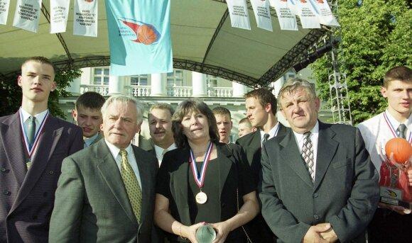MKL U18 čempionų pagerbimas 2002-aisiais prezidentūroje