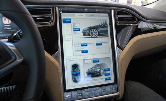 Tesla Model S salonas