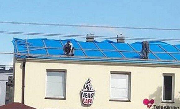 Kaunietę pašiurpino darbininkų elgesys ant stogo