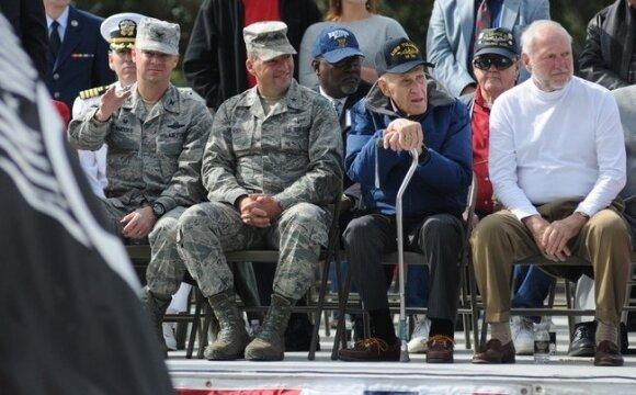 liffordas Kuykendallis (su lazdele), 2014 metais, per karo veteranų pagerbimo šventę